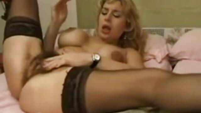Winnie de coño porno gratis latino afeitado acaricia el clítoris