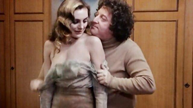 Chica sensual con medias negras toma la polla de gorditas españolas xxx un chico en su coño