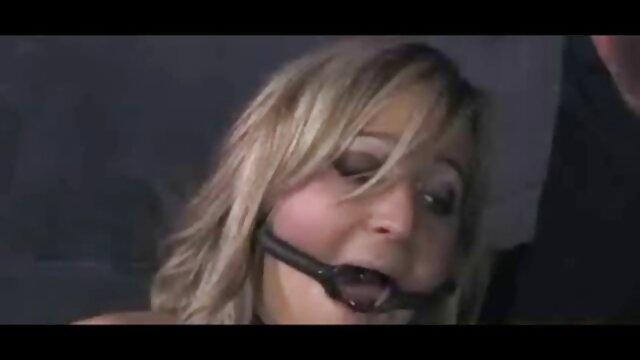 Una vieja videos porno con audio latino de manda gris folla con un joven