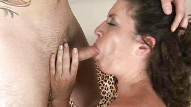 Irina mamas españolas follando obtiene un orgasmo loco con una paja con vibrador