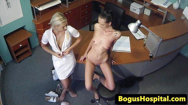 Lesbiana domina a su amiga y la folla apasionadamente con un arnés gordas españolas follando
