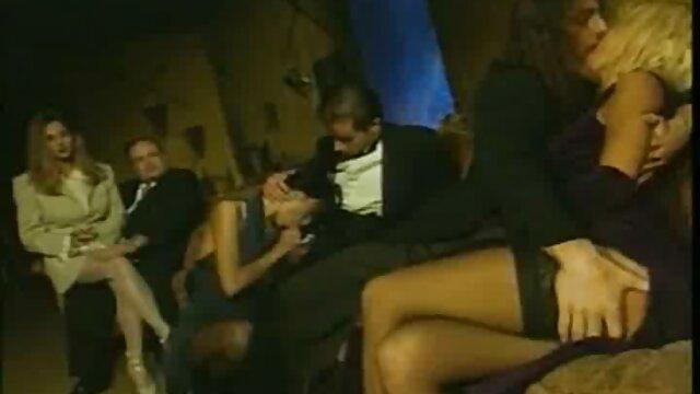 La hembra españolas tetonas maduras lame la vagina por primera vez