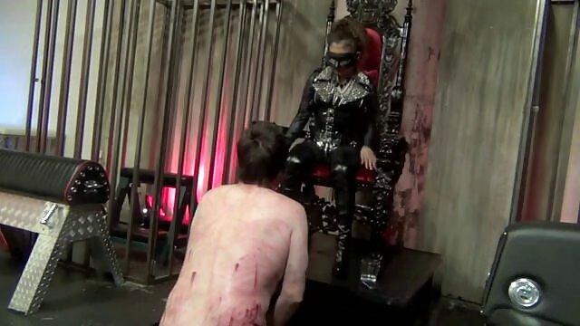 La chica ancianas españolas follando vino a un pervertido experimentado para probar BDSM