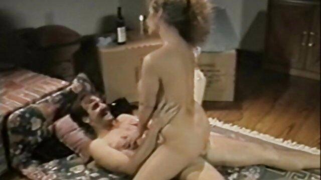 Adolescente de ébano voluntariamente mamada a través de videos porno orgias españolas un agujero en la pared