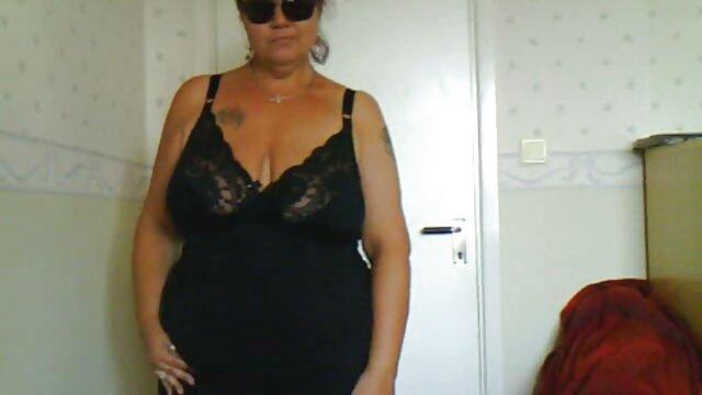 Belleza xxx tetonas españolas fabulosa se masturba la polla de un amigo con tetas