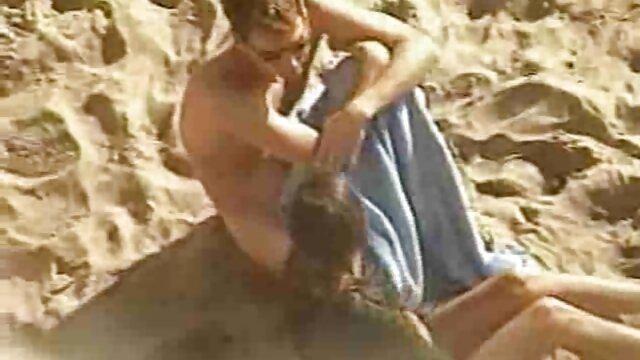 Madurita se sentó con el culo en la maduras españolas folladoras follada de un joven estudiante