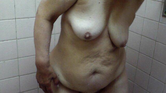 Chica de tetas planas se desnuda para videos maduras españolas xxx la cámara