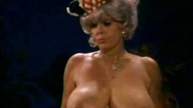 Belleza con buenas tetas grita furiosamente durante videos porno en audio latino el sexo