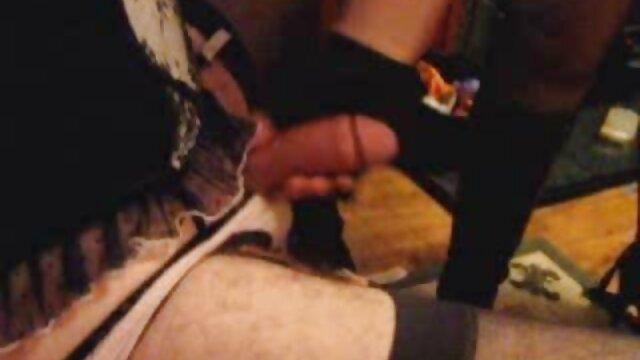 Morena se tira videos porno orgias españolas brutalmente el coño