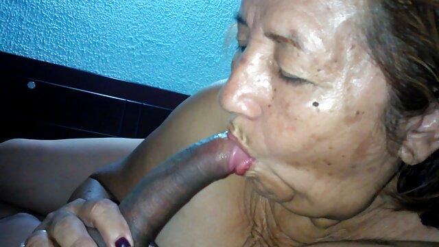 Rubia de culo gordo se sentó el espanolas cojiendo coño en la boca del chico