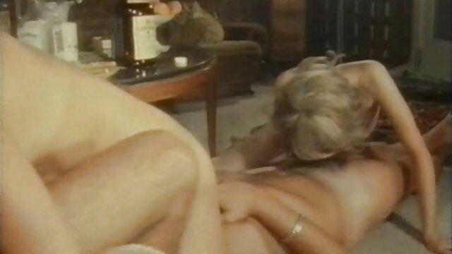 Mujer de coño xxx españolas por dinero depilado se satisface