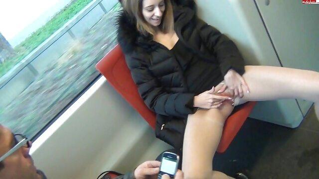 Ruso primero digitación, y luego videos porno españoles reales se sienta en una gran polla de goma