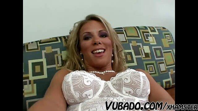 Gloria con grandes pechos dio un chico en videos xxx de mujeres españolas el sofá