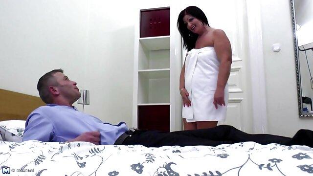 Flora obtiene un orgasmo sin fin de un enorme consolador españolas follando videos caseros negro masturbándose
