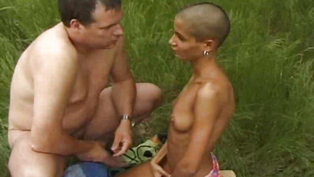 Chica delgada es dominada ásperamente y metida video xxx españolas en su boca