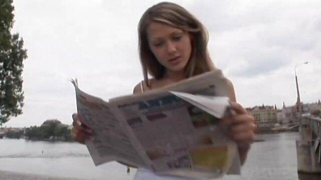 La señora madura españolas follando xvideos Anne se cambia a medias de encaje