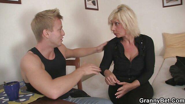 Esposa chupa falo a un extraño delante de su xxx tetonas españolas estúpido marido