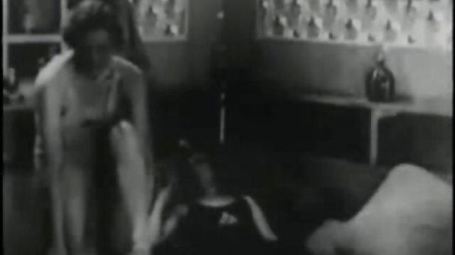 Hermosa rusa de pechos pequeños españolas cogiendo folla con su marido