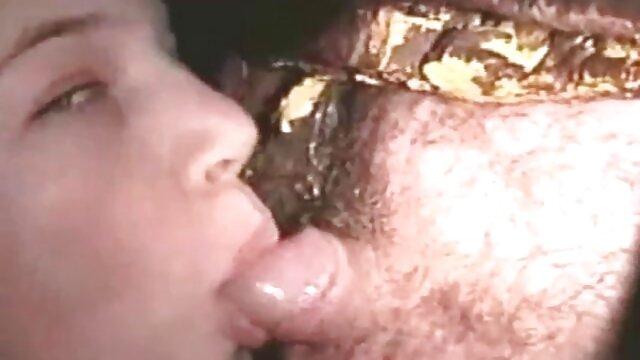 Una bestia madura follando tetonas españolas pajeada y follada duro con un gorro afeitado con un hombre calvo