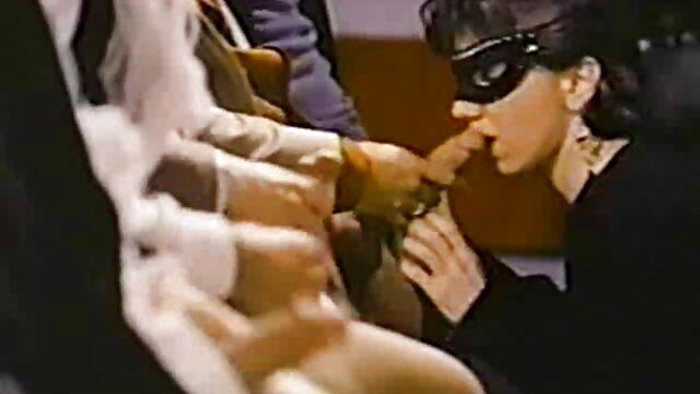 Lush Anastasia se quitó rubias19 españolas el traje de baño frente a la cámara