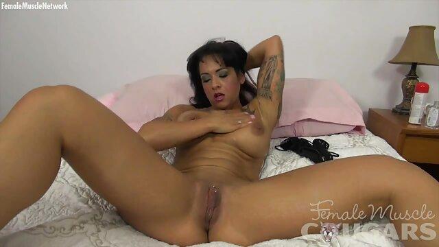 Un amante experimentado llenó españolas follando en casa de esperma el coño de la rubia