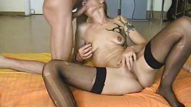 Un maduras españolas culonas maduro se mama a un joven cobarde