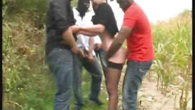 Mujer fetichista españolas singando vistió a un chico con medias de nailon