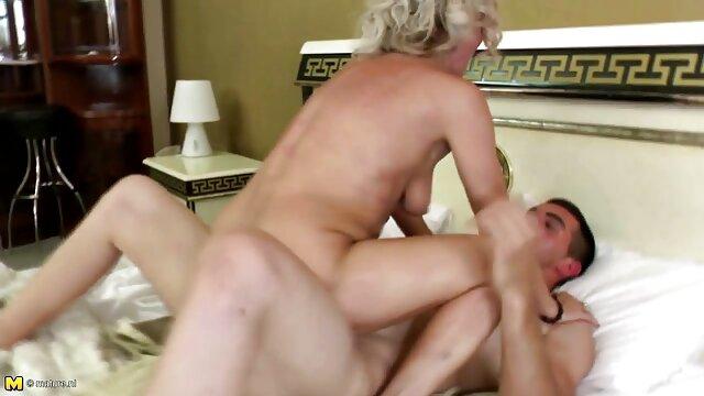 Lesbianas disfrutan del sexo y se españolas tetonas xxx abrochan mutuamente