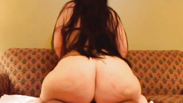 El alumno extendió a la profesora sobre la mesa porno orgias españolas y la lamió.