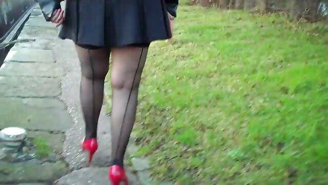 Una rubia muy guapa folla con maduras peludas españolas follando un negro