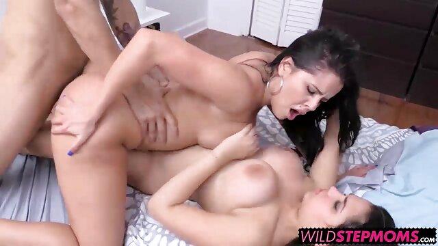 Morena se masturba el coño depilado cojiendo espanolas