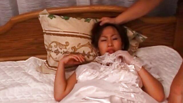 Una cogiendo españolas experimentada dama de grandes pechos folla con un calvo