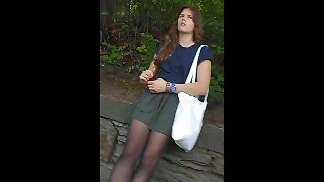Puta pelirroja enseña españolas camara oculta el coño