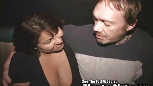 Una chica con ordeños videos xxx de maduras españolas enormes se pajea un agujero mojado