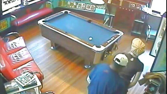 Dos chicas lamen el coño de la videos de camaras ocultas follando tercera