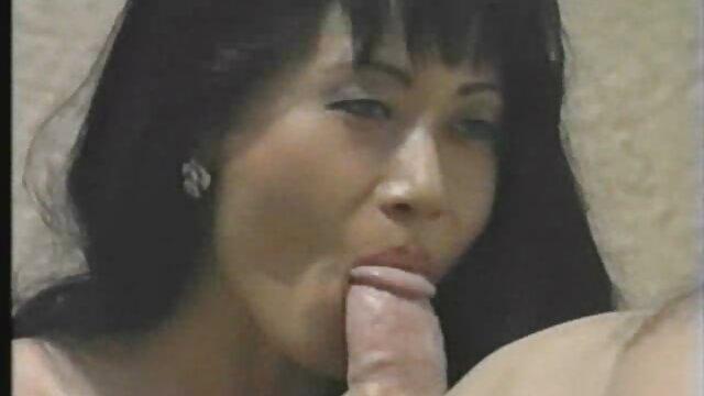 Petite chick chupando una gran polla mamas españolas follando