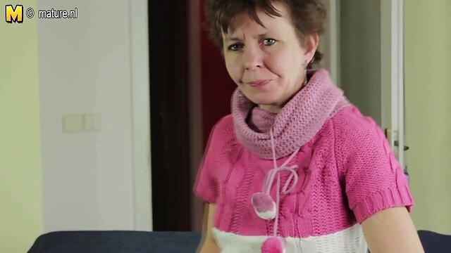 La ginecóloga puso follandoenespañol a la paciente con cáncer y la lamió.