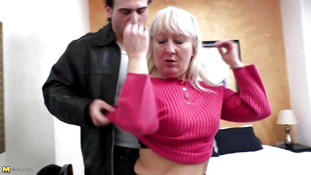 La perra caliente Gina se hace una selfie erótica videos caseros maduras españolas