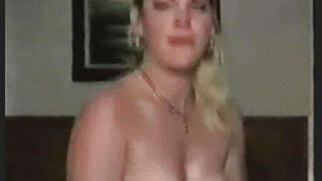 Mujer pormo españolas bonita se masturba en la calle y gime apasionadamente