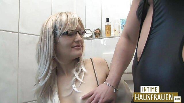 Hermosa rubia se folla voluntariamente con su amiga de pelo rizado videos pormo españoles