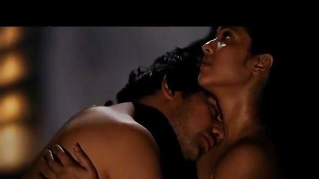 Mujer videos xxx españolas sexy juega con sus grandes tetas bronceadas