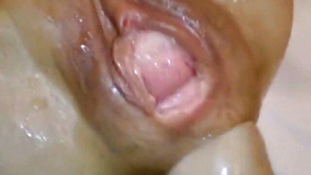 Mujer videos maduras españolas follando gorda se separó los labios y mostró su clítoris