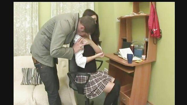 El videos maduras españolas amateur chico se folló bruscamente a una linda chica en su estrecha raja