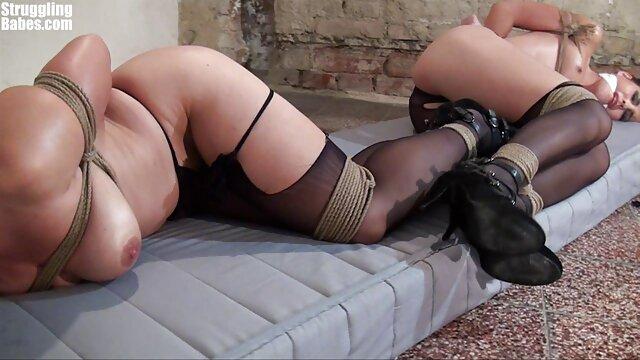 Un hombre acaricia los genitales de una mujer videos eroticos de españolas japonesa