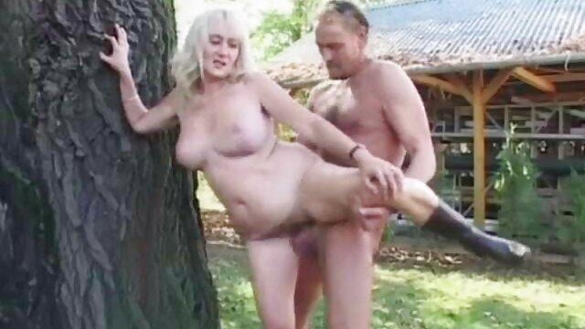 Ebony Santa españolas gritonas follando le dio sexo fresco a una chica blanca