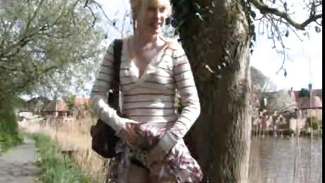 Un amigo sacó a una estudiante Olga en españolas fillando un kukan