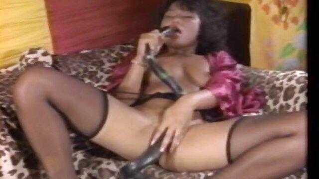 Marido le mama a su esposa frente a la cámara y disfruta del videos de camaras ocultas follando sexo