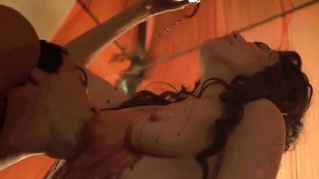 Rubia videos de maduras españolas con jovenes flaca de tetas pequeñas se satisface en la silla